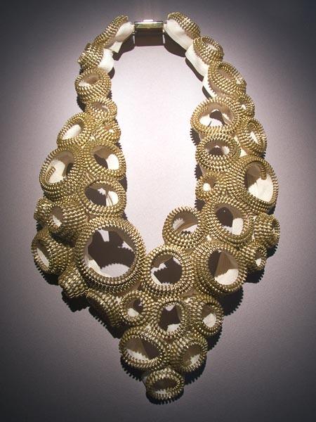 Ожерелье из швейных молний